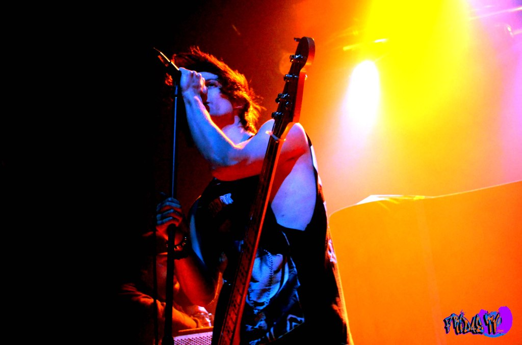 MARTIN BRODA - BASS/VOX - ABANDON ALL SHIPS LIVE @ THE PHOENIX C