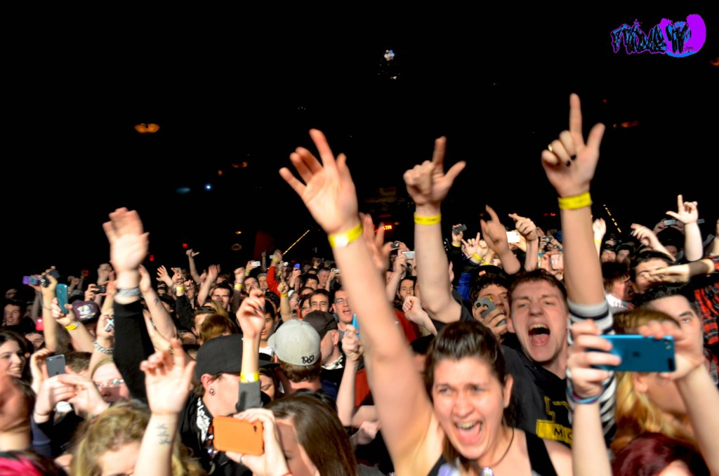 TORONTO CROWD @ HOLLYWOOD UNDEAD LIVE @ THE PHOENIX CMF 2013