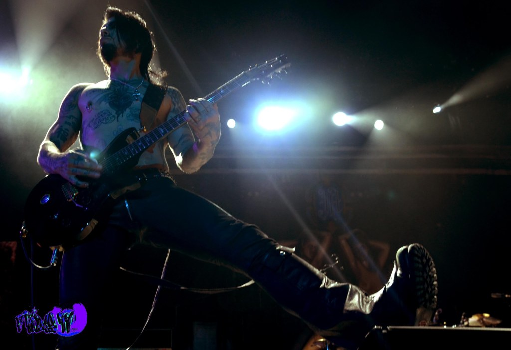 DAVE NAVARRO - GUITAR JANE'S ADDICTION LIVE @ ROCKSTAR UPROAR FE