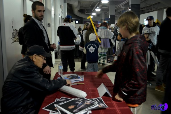 HOCKEY LEGEND JOHNNY BOWER AND FAN @ AUTOGRAPH SIGNING - MONDAY