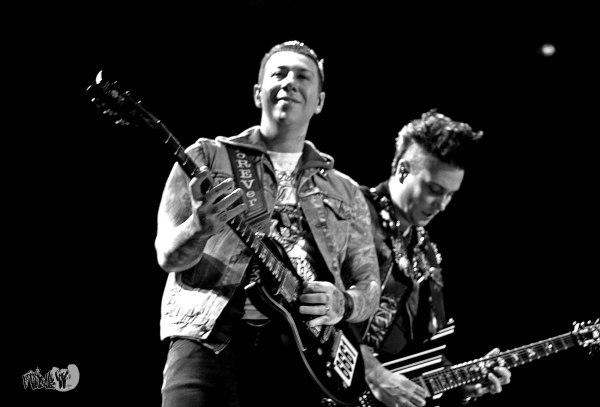 AVENGED SEVENFOLD GUITARS - ZACKY VENGENCE & SYNYSTER GATES LIVE @ MAYHEM FEST 2014 TORONTO