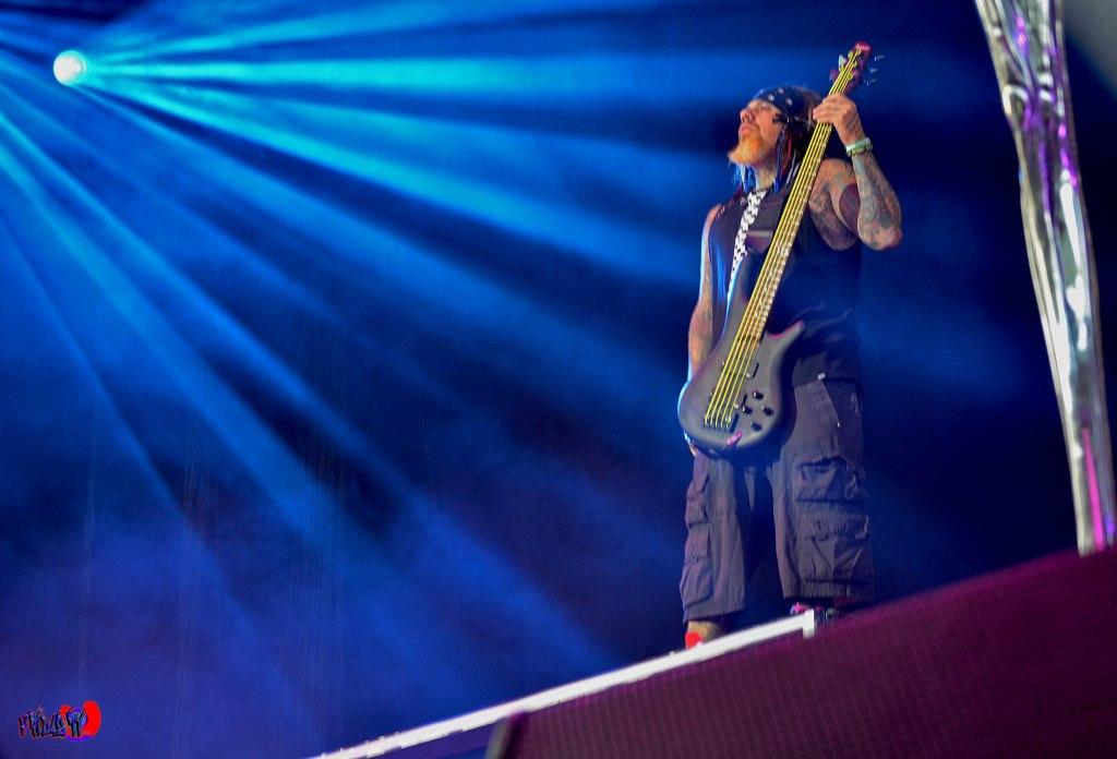 KORN - BASS - REGINALD ARVIZU LIVE @ MAYHEM FESTIVAL 2014 TORONTO